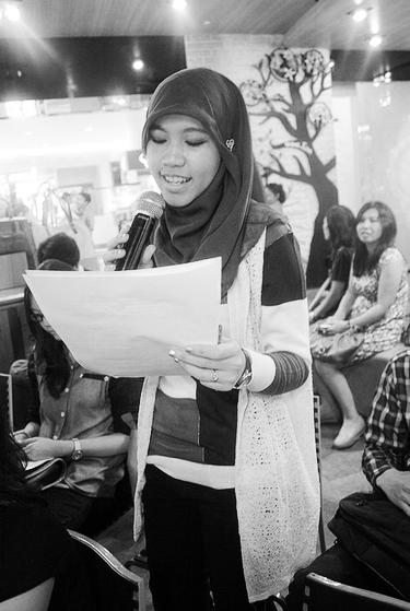 Speaking at Nulis Buku Club gathering.